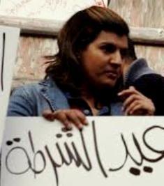 Abir al-Askary ved en manifestation mod politivold