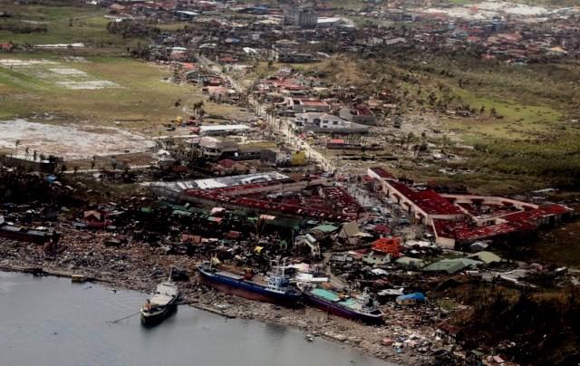 Ødelæggelser i provinsen Leyte på Filippinerne, forårsaget af taifunen 'Haiyan'. Dette var også tema på klimakonferencen, dog uden nogen praktiske konsekvenser.