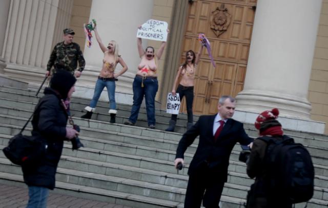 FEMEN-aktion foran parlamentet i Kiev