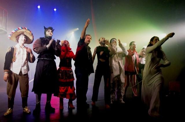 """Frihedsteaterets opsætning af """"Alice in Wonderland"""""""