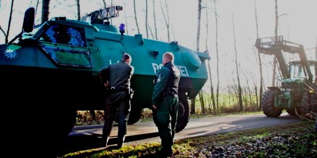 400 traktorer blokerer tilkørselsvejene til atomaffaldsdepotet ved Gorleben