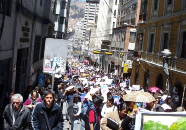 Protestmarch imod politibrutalitet i La Paz, den 30 september 2011