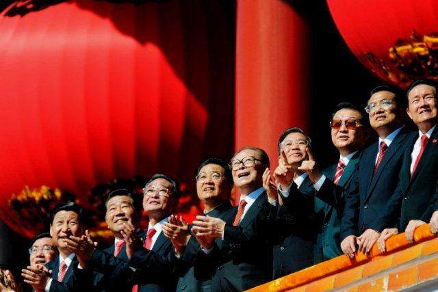 President Hu Jintao (femte fra venstre) og premierminister Wen Jiabao (fjerde fra højre)