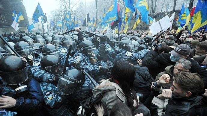 Konfrontationerne med politienheder på Maidan pladsen i Kiev