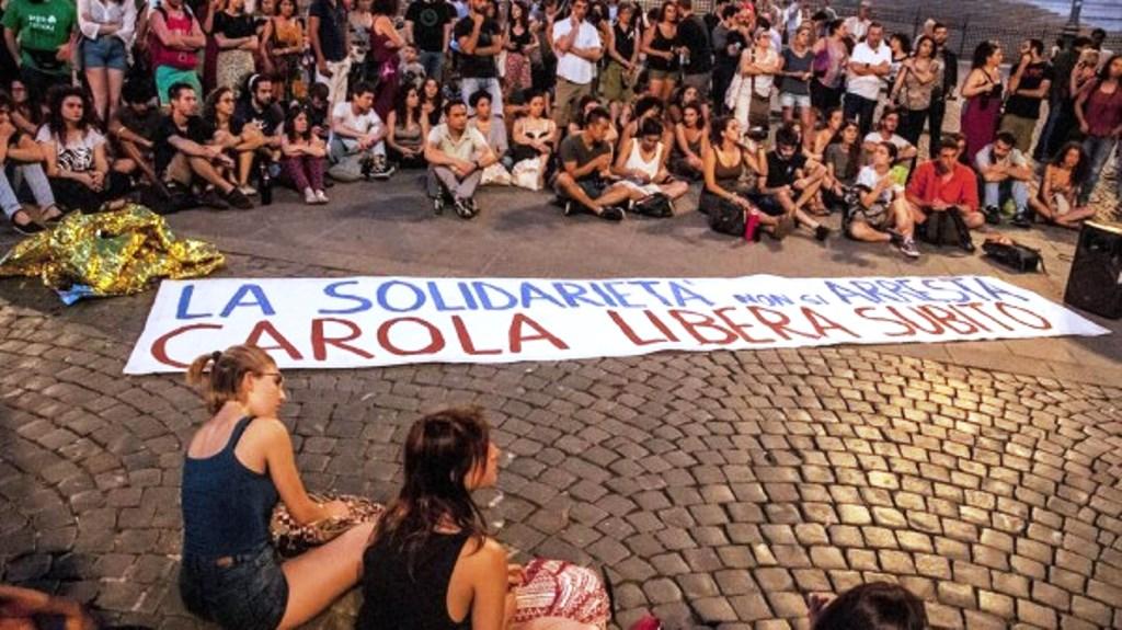 Demonstranter i Rom kræver Carola omgående løsladt