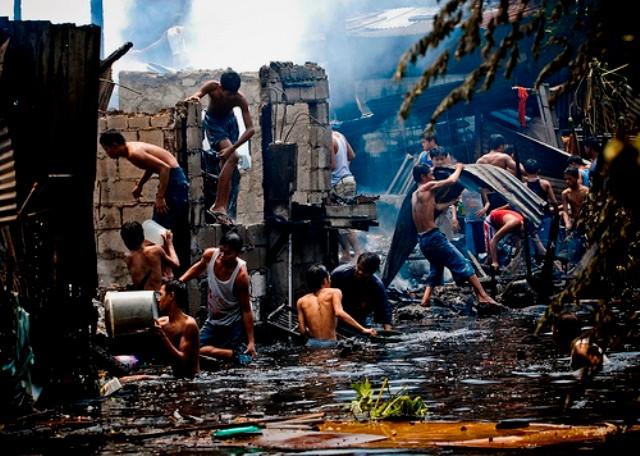 Oversvømmet slum i Manila