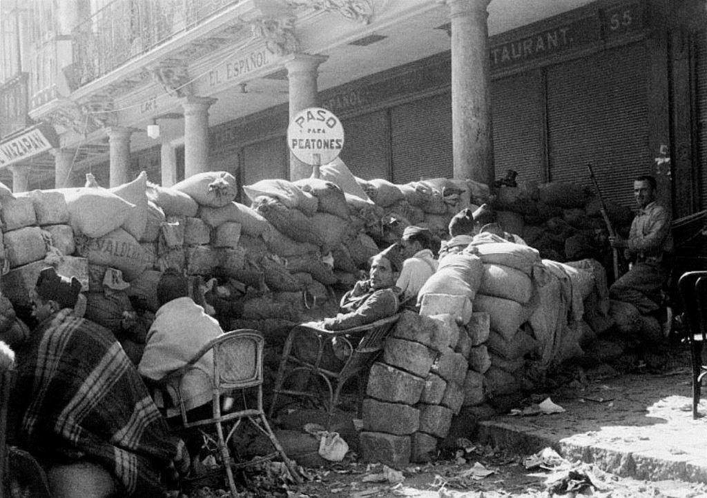 Barrikader i Barcelona til forsvar mod PSUCs angreb