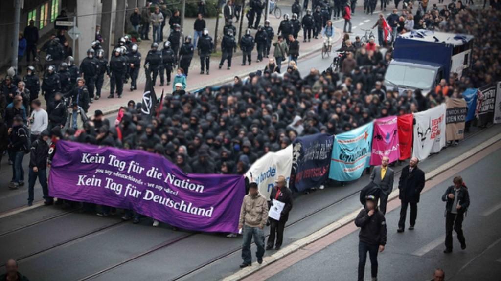 Anti-national demo i Berlin i starten af 1990´erne (Heri deltog en del autonome fra hele Europa, deriblandt også fra Danmark).