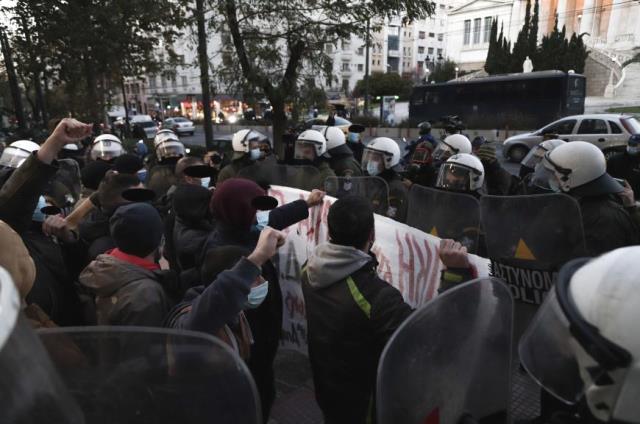 Solidaritetsmanifestation med Dimitris Koufodinas foran det græske parlament i Athen.