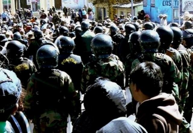 Bolivianske specialenheder fra politi og militær sættes ind mod den protesterende lokalbefolkning