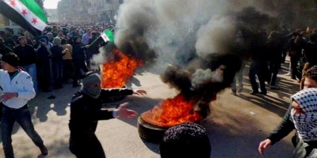 Protester mod Assad-regimets brutalitet i Irbin