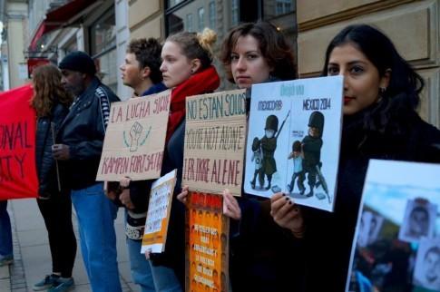 Som led i en international protestdag, organiserede 'Internationalt Forum' den 8. oktober 2014 en protestmanifestation foran den mexicanske ambassade i København.