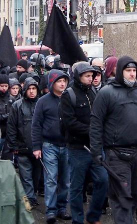 Væbnet nazi-march gennem Münchens centrum, den 21.januar 2012