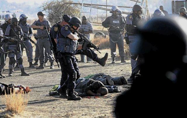 """Sydafrikansk politi dræbte d. 16. august 2012 34 arbejdere i forbindelse med strejken imod mineselskabet """"Lonmin"""""""