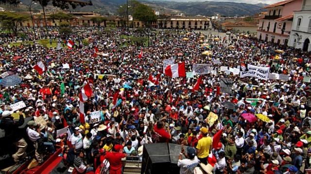 Tusinder demonstrerede mod regeringens guldmineprojekt i provinshovedstaden Cajamarca
