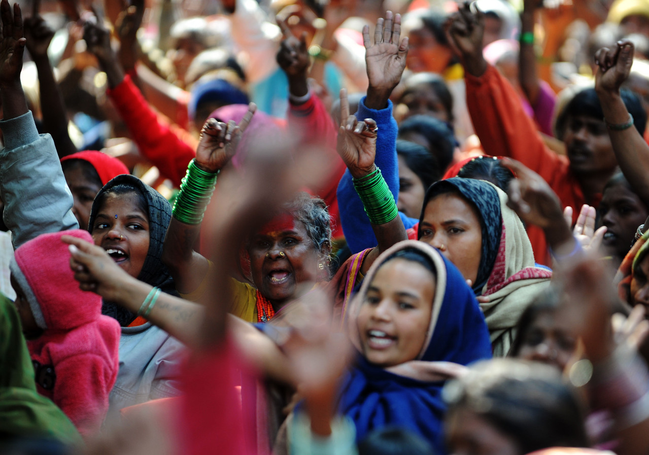 Beboerne i Mumbais slumkvarter protesterer mod en industrikoncerns smadring af deres boligområde