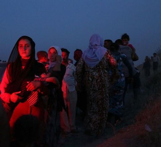 Tusinder af kurdiske yazider flygter fra IS tropperne i byen Sinjar, den 4. august 2014