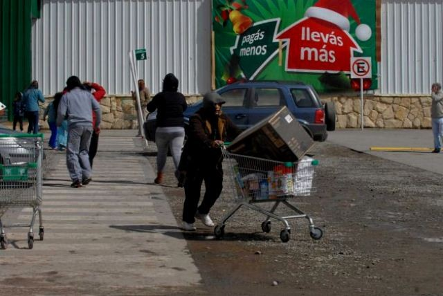 Tag-selv-aktion i en af Buenos Aires nordlige forstæder, den 21. december 2012