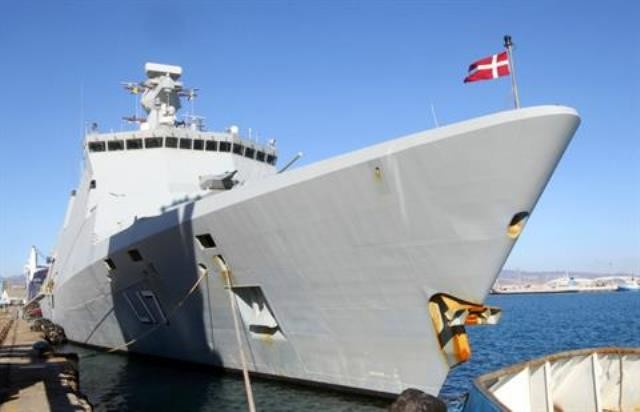 Danmark og Norge leverer transportskibe og militær escorte til fragten af de kemiske våben til havnen Gioia Tauro i Italien. Rusland og Kina stiller også skibsescorte til rådighed og den første sending på 16 tons forlod Latakia d. 7. januar 2014.