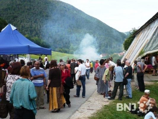 Longo maï - kollektivet i Schweiz inviterer naboerne til sommerfesten