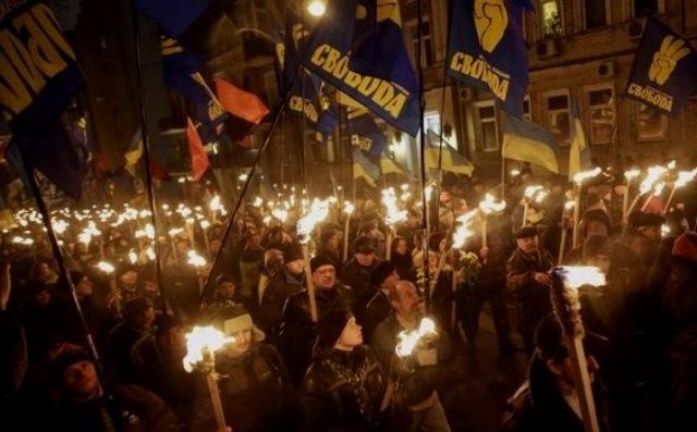 Tilhængere af partiet Svoboda på  Maidan-pladsen i Kiev
