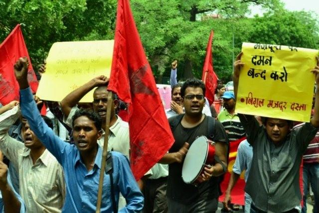 Arbejdere fra Maruti-Suzuki's fabrikker protesterer mod fængslingen af deres kollegaer