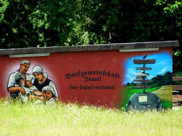Nazipropaganda på landet ved Jamel i Mecklenburg-Vorpommern, juni 2011