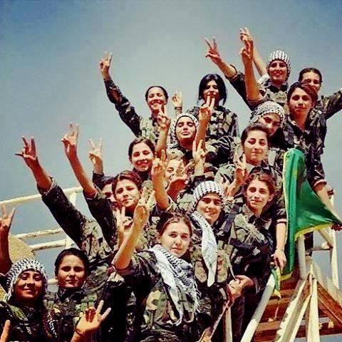 Fighter fra de kurdiske kvindeforsvarsenheder PYD  i Kobane