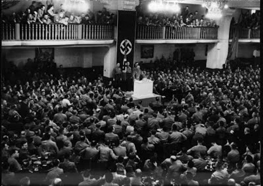 "Den 8. November 1939 holdt en tale i værtshuset ""Bürgerbräukeller"" i München"