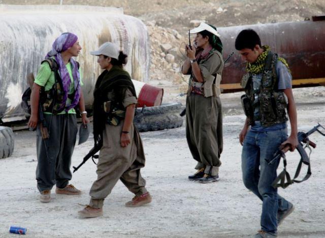 Kurdiske YPG-militser rykker ind i Makhmur den 9. august 2014