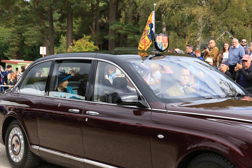 Die Queen mit Prinz Charles und Prinzessin Anne