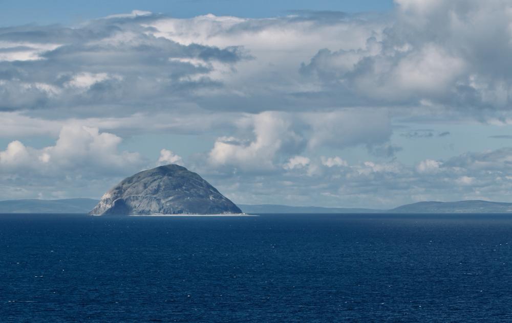 Im Hintergrund das Mull of Kintyre. Im Vordergrund Sanda Island.