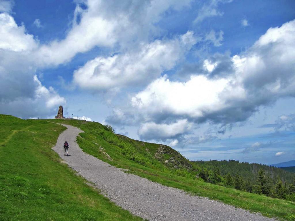 Den Sessellift vermieden und hier schon auf den letzten Metern zum Bismarck-Denkmal im Feldberg-Kessel.l