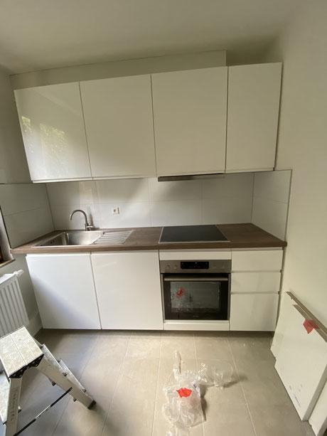 Nachher- MADEJA e.K. Kernsanierung , moderne Küchenzeile mit neuen Rohren / Sanitär neu