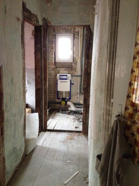 Vorher - Vorinstallation für ein Hänge WC  Modernisierung / Altbausanierung