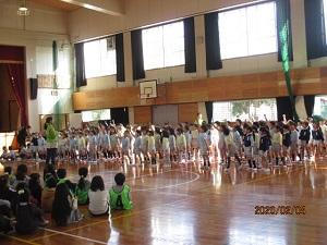 くすの木幼稚園。元気な歌声でした♪
