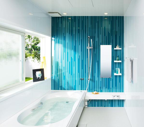 アクセントパネルでスタイリッシュなデザイン / 13種類の豊富な色と柄のパネルから選べるシステムバスルーム。好みや個性に合わせて、バスルームをデザインしてみてはいかがでしょうか?
