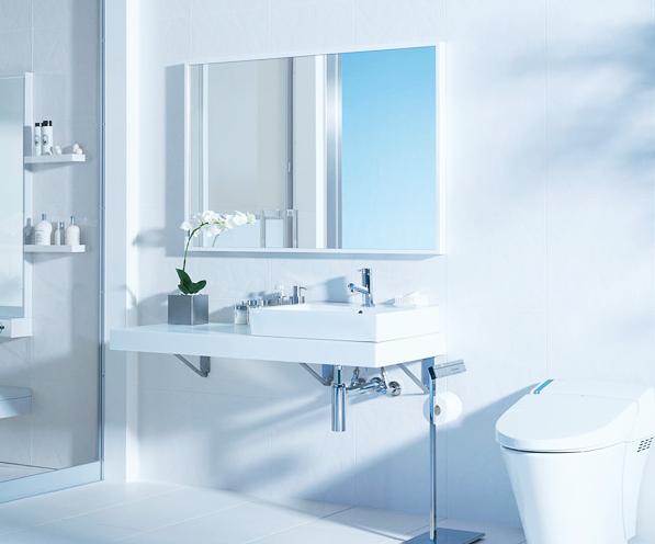 バスルームからトイレをひとつづきにレイアウト / 都会的でファッショナブルなハイデザインを実現。白色素材をベースにした白い箱のような空間は、清潔感と開放感がいっぱい。