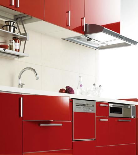 オーソドックスな独立型プラン / 限られたスペースにもピッタリと収まり、広々と使える工夫いっぱいの理想のキッチン。明るい色目のパネルが個性を演出。