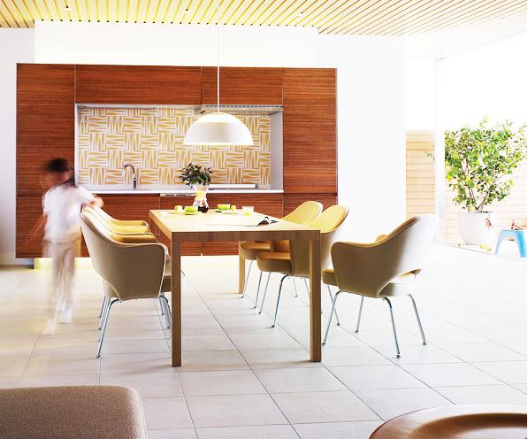 I型2トール収納プラン / キッチンとしての高い実力を誇りながら、リビングの空間とひとつになるデザイン。シンプルで省スペースなキッチンでも、収納力と機能性は抜群です。