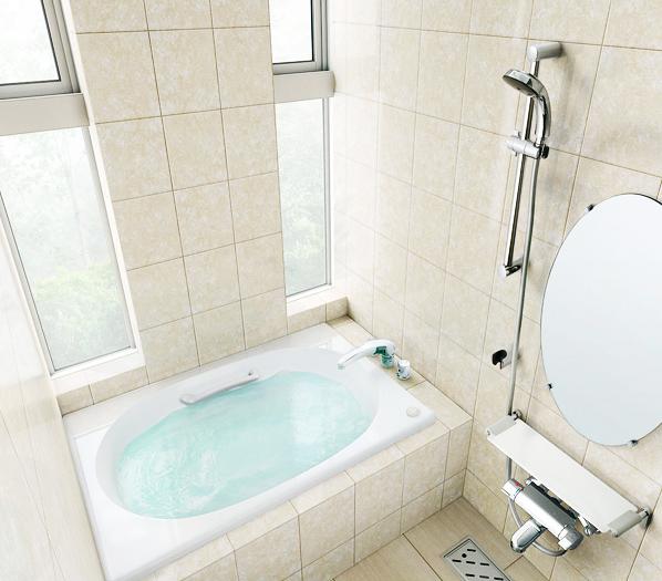 2つのスリットガラスから光あふれるバスルーム / 天井まであるスリットガラスで光を十分に取り込めるデザインは、解放感いっぱい。リラックスした入浴が叶います。