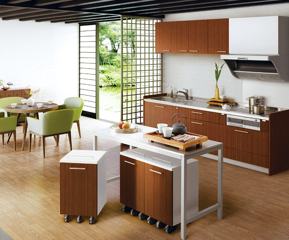 壁付けI型プラン / 壁付けのキッチン、中央に作業台を配したI型プランは、リビングダイニングを広々と保て、デザインしやすく、動きやすい動線を確保できます。