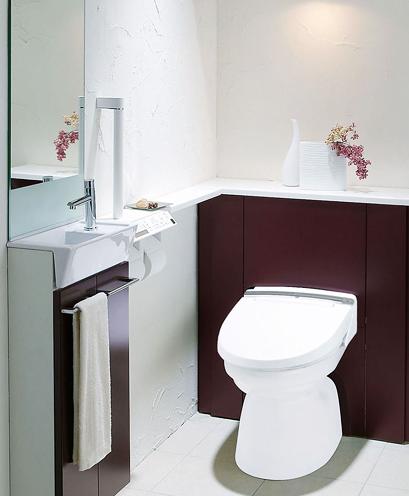収納を重視したトイレ空間ですっくりシンプルに / 限られたトイレ空間で、大容量の収納をピッタリと設置できる収納一体型トイレ。見せない・出さない収納で、いつでも清潔・キレイに…。