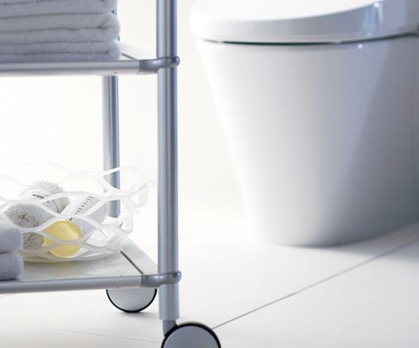 ミニマムでコンパクトなタンクレストイレ / コンパクトなタンクレストイレは、陶器の滑らかさと洗練のフォルムが魅力。最先進の機能が凝縮されており、トイレスペースが自由空間に・・・。