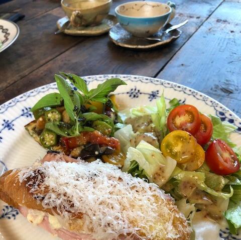 写真は朝食の一例、焼きたてクロックムッシュ