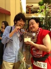 第1回優勝のJazzoomcafeさんと一緒に記念撮影
