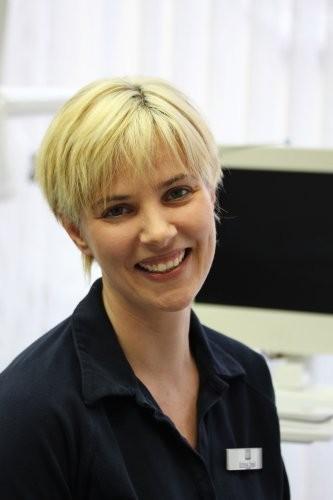 Irina Saal Fortgebildete zahnmedizinische Assistentin, Assistenz und Prophylaxe
