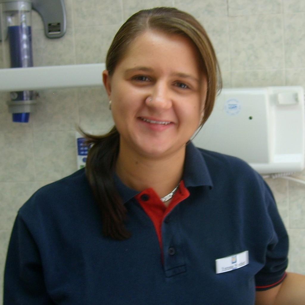 Verena Wacker, Fortgebildete Zahnmedizinische Fachangestellte,Assistenz und Prophylaxe