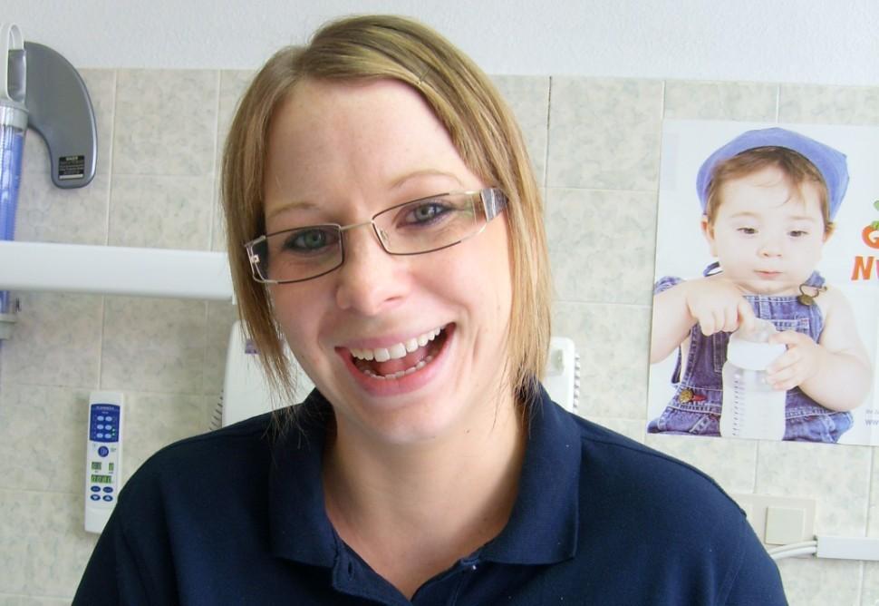 Michaela Fenn, Fortgebildete Zahnmedizinische Fachangestellte. Assistenz und Prophylaxe