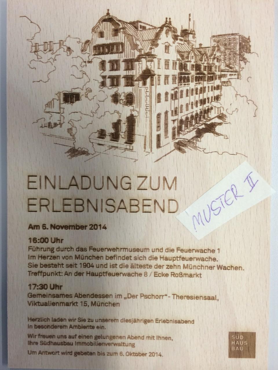 Einladungskarte aus Graviertem Holz